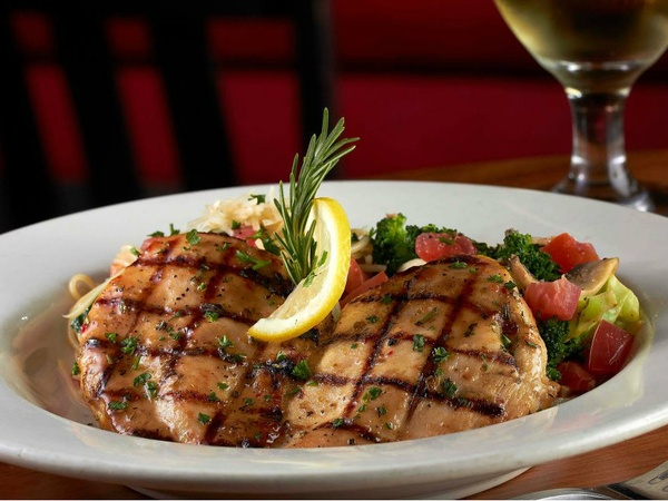 Lemon-rosemary-chicken-at-Johnny-Carinos_124701
